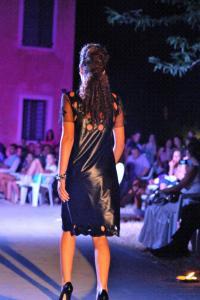 abito donna nero con buchi