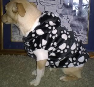Maglioncino in eco pelliccia cinigliata nero/bianco con cappuccio